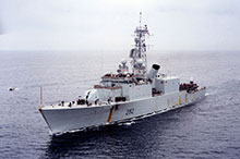 Visibly worn from her seven-month deployment to the Persian Gulf, which included 49 straight days at sea, Athabaskan returns to Halifax, April 1991.