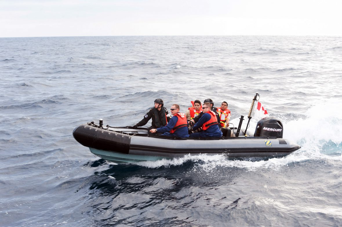 Crewmembers from HMCS Nanaimo transfer crewmembers from USCGC HADDOCK and AMR HIDALGO during a cooperative deployment off the pacific coast of Mexico during Operation CARIBBE on 23 October, 2018.