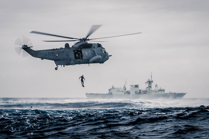 Members of HMCS Fredericton Air Detachment and Ship's Team Divers, perform Rescue Diver training from the embarked Ch-124 Sea King Helicopter, while on Operation Reassurance, March 2, 2016.